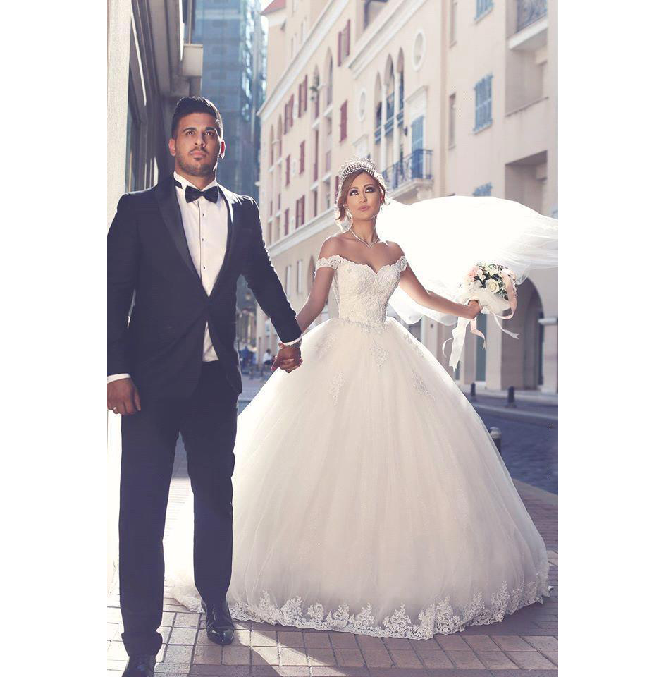 2017 New Vintage Lace Wedding Dresses Sexy Off the Shoulder Short Sleeves Applique Sweep Train Ball Gown Wedding Bridal Gowns Custom Made